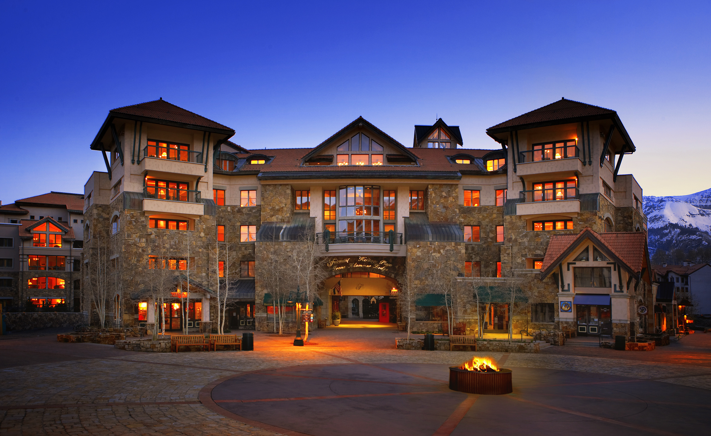 13_studio27_hotel_exterior_mountain